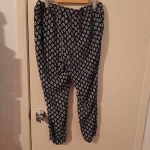 3/$20 Loose flower pants old navy black with white